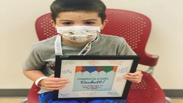 Niño en Texas vence el cáncer