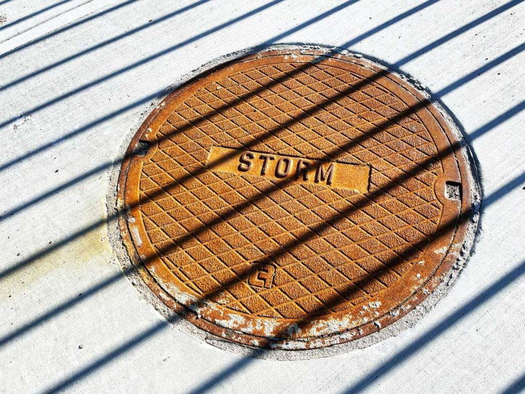 COMMERCIAL-STORM-DRAIN--CLEANING-SERVICES