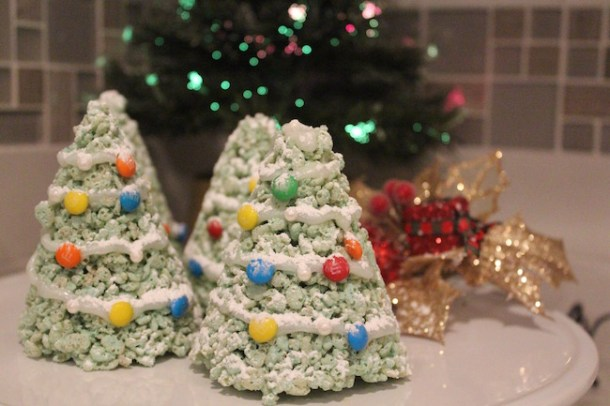 The 3 Ingredient Rice Krispies Christmas Trees Recipe is super simple to make, they look amazing and make great hostess gifts.