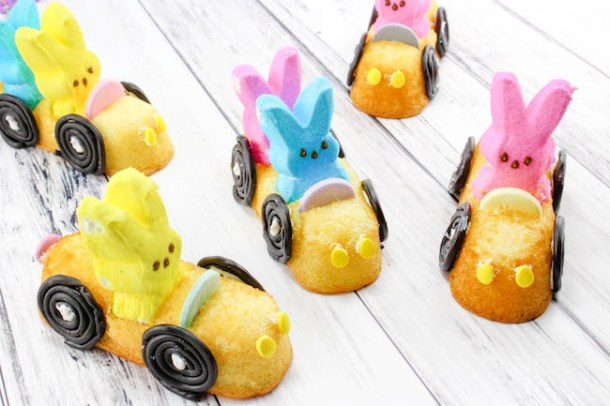 Are these not the cutest things you ever seen! I was looking for something other than cupcakes & cookies & decided on these Easter Peep Mobiles recipe.