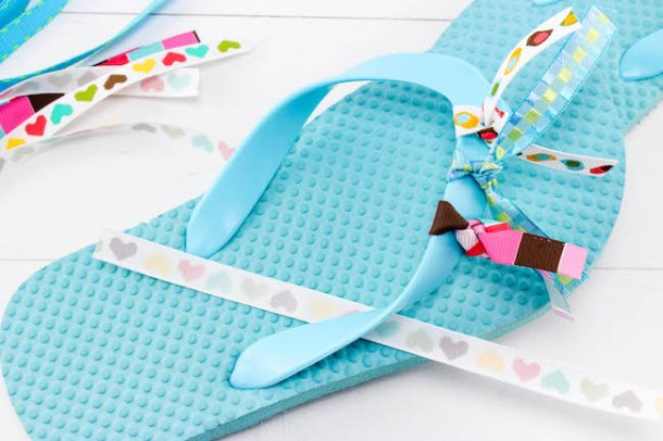 With today being National Flip Flops Day, nothing is more fitting than aDIY Ribbon Flip Flops Craft. Keep the kids busy when they are stuck inside!