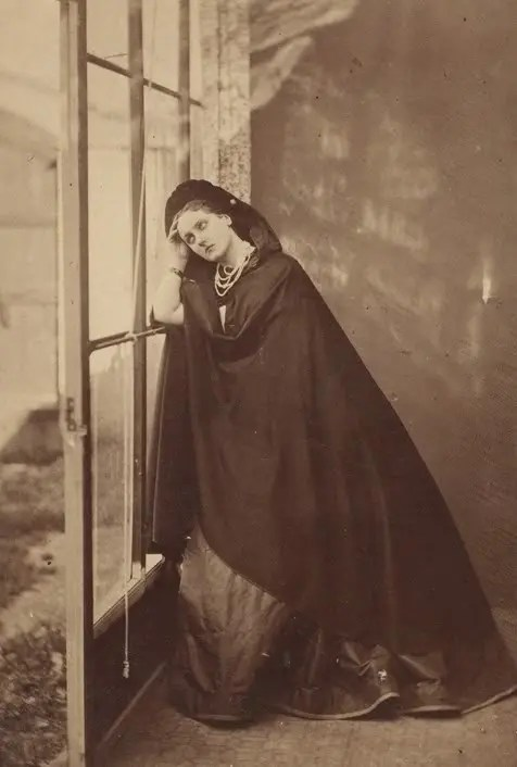 """""""Béatrice"""", une photographie toute en subtilités et en jeux de lumières - 1860's, Pierson"""