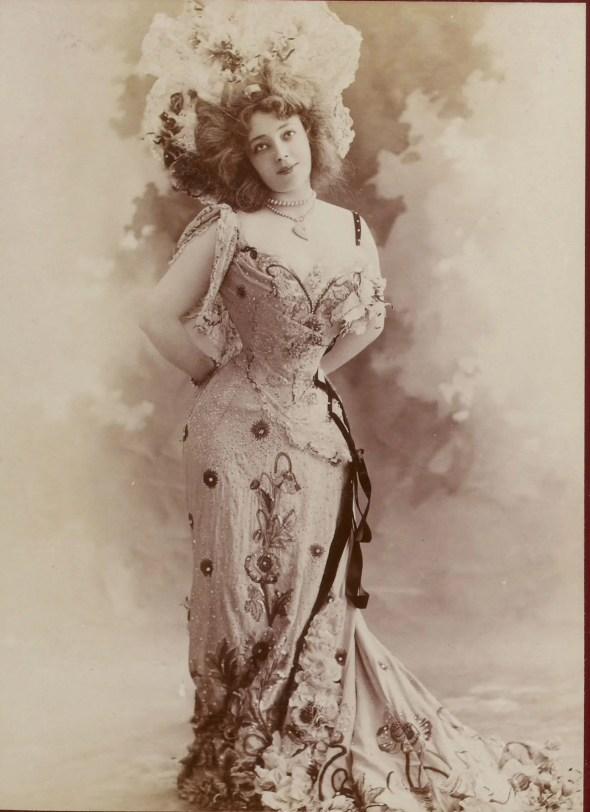 Anna Held (Album Reutlinger vol.10-11 - Gallica BNF)