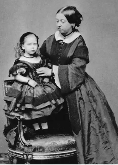 Victoria et sa plus jeune fille, Béatrice, en 1860