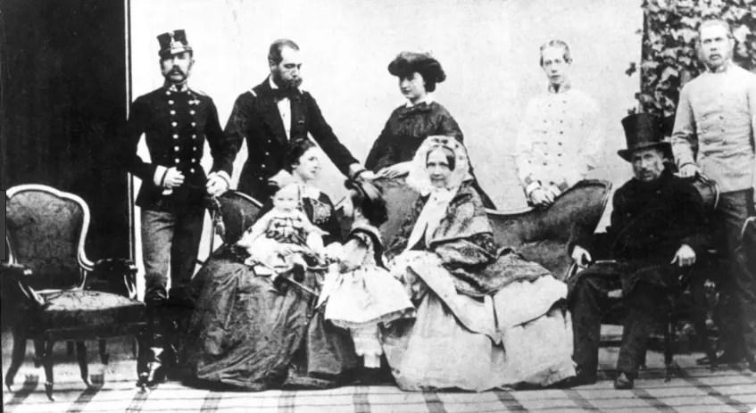 Sophie en 1860 au centre de la famille impériale