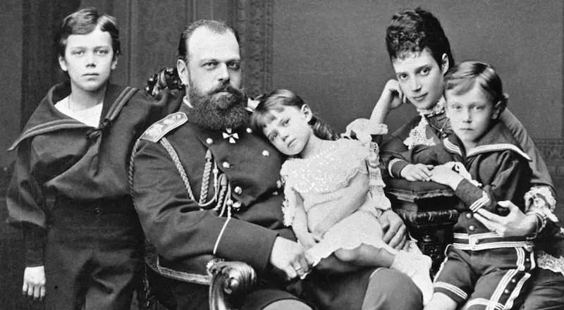 Alexandre III et son épouse avec leurs aînés vers 1878