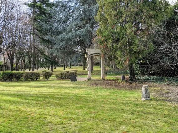 Une partie de l'immense jardin de Picpus, qui faisait partie du domaine des Chanoinesses.