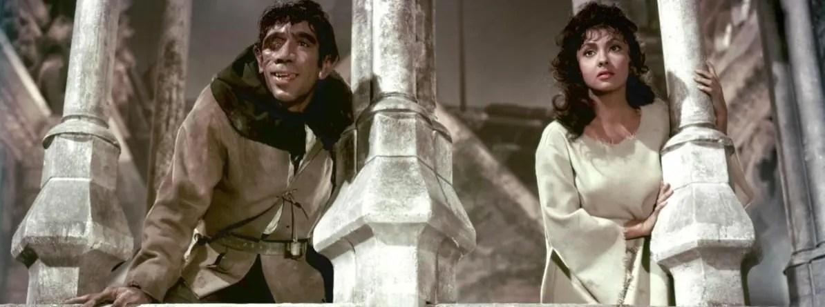 Gina Lollobrigida (Esmeralda) et Anthony Quinn (Quasimodo) dans Notre-Dame de Paris de Jean Delannoy (1956)