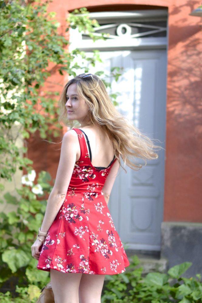 la petite robe rouge parfaite plumedaure. Black Bedroom Furniture Sets. Home Design Ideas