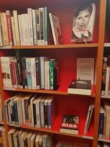 Rayonnage style librairie.