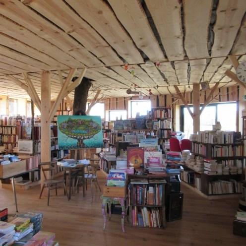 Librairie Sur un arbre perché, Landes