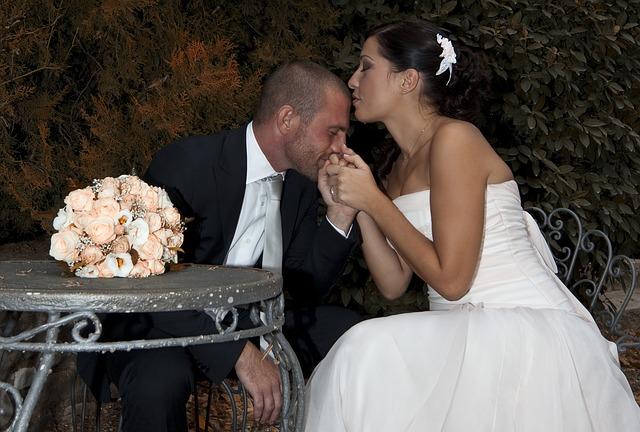 différence entre mariage civil et mariage laïque.