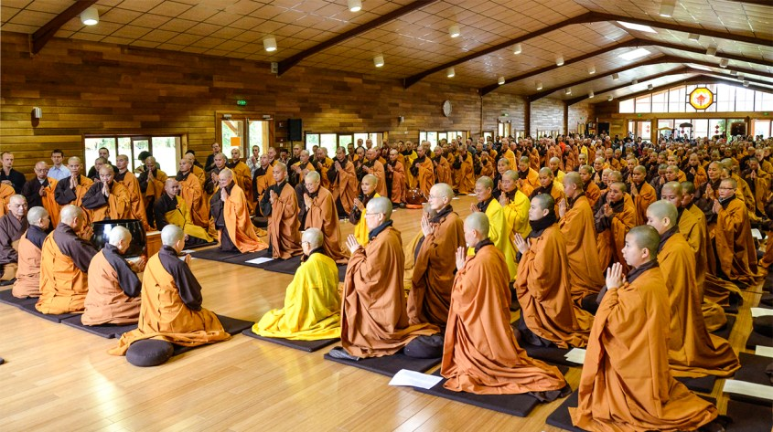 The four-fold sanghas of Upper Hamlet, Son Ha, Lower Hamlet, New Hamlet and Maison de l'Inspir' all gathered this morning to perform the formal ceremony to open the retreat.