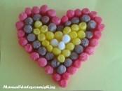 http://www.manualidadesconmishijas.com/2015/01/corazones-de-playmais-para-san-valentin.html