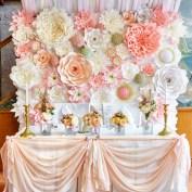 http://www.daledetalles.com/manualidades/flores-papel-gigantes