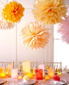 http://www.manualidadesfaciles.es/flores-de-papel-seda-para-decorar/
