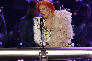 Antiguo Baterista de David Bowie declaró haber odiado el tributo que le hizo Lady Gaga en los Grammy. Cúsica Plus