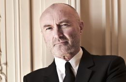"""Phil Collins tocó """"In The Air Tonight"""" junto a The Roots en The Tonight Show. Cúsica Plus"""