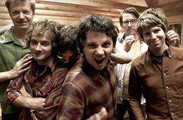"""Un grifo y un panquecito protagonizan el video de Wilco para """"Someone to Lose"""". Cúsica Plus"""