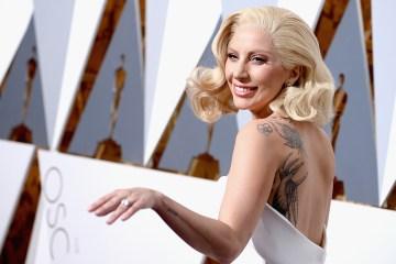 Lady Gaga cantó junto a Jon Bon Jovi en el cierre de campaña de Hillary Clinton. Cúsica Plus