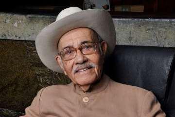 El poeta y presidente de SACVEN, Tomás Torres Molina fallece a los 89 años. Cusica Plus