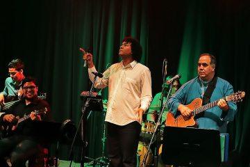 Vuelve Aquiles Báez con su Señora Parra Anda para celebrar las navidades en el Centro Cultural Chacao. Cusica Plus