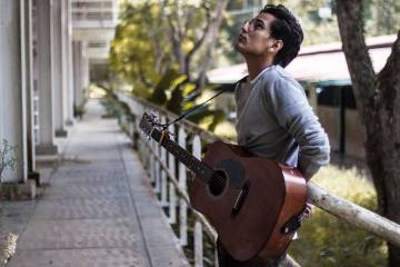El cantautor And Panza presenta el videoclip de Inmigrante. Cusica Plus