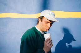 "Mac Demarco presenta videoclip para ""This Old Dog"". Cusica plus"