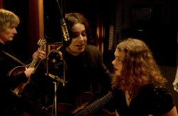 """Nas y Jack White hacen cover del blues """"On the Road Again"""". Cusica plus."""