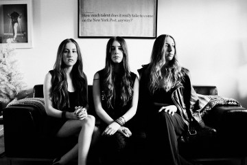 "Haim lanzan versión de estudio de ""Right Now"". Cusica plus."