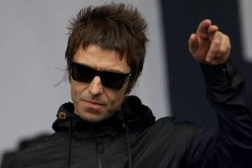 """Liam Gallagher recorre Londres en el vídeo de """"Chinatown"""". Cusica Plus."""