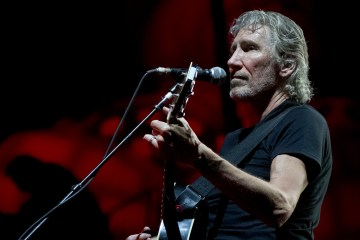 "Roger Waters recuerda la crisis de Siria con el vídeo de ""Wait For Her"". Cusica Plus."