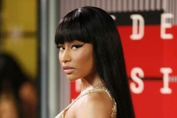 "Nicki Minaj recoge billetes en el video de Yo Gotti para ""Rake it Upo. Cusica Plus."
