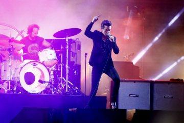"""The Killers se muestran más oscuros en """"Wonderful Wonderful"""". Cusica Plus."""