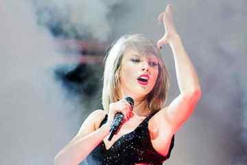 Taylor Swift recibe críticas por su nuevo trato con Ticketmaster. cusica Plus.