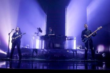 "The XX presentó ""Dangerous"" en vivo en el programa de Jimmy Kimmel. cusica plus."