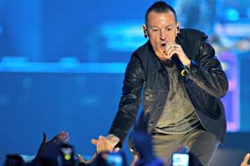 "Linkin Park comparte un tributo de los fanáticos a Chester Bennington con el lyric video de ""One More Light"". Cusica Plus."