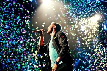 Peter Buck de R.E.M. se une a Coldplay para rendirle tributo a Tom Petty. Cusica Plus.