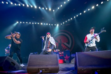 "Prophets Of Rage nos muestra su album de fotos en el video de ""Hands Up"". Cusica Plus."