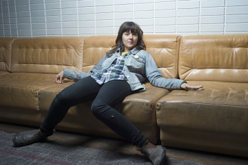 Courtney Barnett se une Apple por el matrimonio igualitario. Cusica Plus.