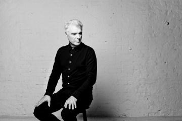 David Byrne nos adelanta su 'American Utopia' por NPR. Cusica Plus.
