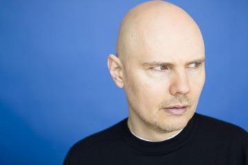 Billy Corgan cierra su tienda de te en Chicago para cambiarla de locación. Cusica Plus.