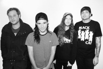 "Skrillex unió a su banda de hardcore From First to Last, para publicar ""Surrender"". Cusica Plus."