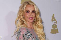 """Britney Spears pregunta """"¿Dónde está?"""" en la ceremonia del orgullo gay de Brighton. Cusica Plus."""