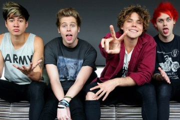 "5 Seconds Of Summer muestra el videoclip de ""Youngblood"". Cusica Plus."