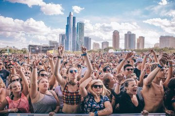 Disfruta en vivo del streaming del Lollapalooza. Cusica Plus.