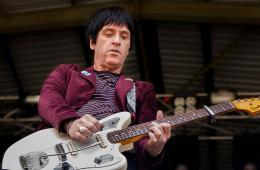 "Johnny Marr estrena su nuevo tema ""Jeopardy"". Cusica Plus."