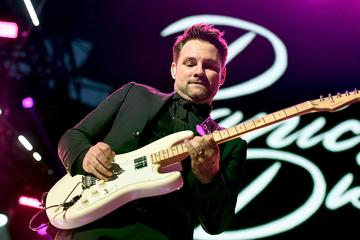 Panic! At The Disco confirma la expulsión de su guitarrista Kenny Harris por demanda de mala conducta sexual. Cusica Plus.