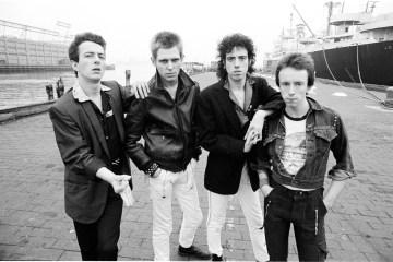 "The Clash publica una demo inédita de su tema ""This Is England"". Cusica Plus."