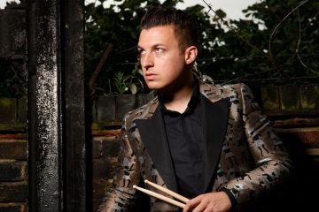 Matt Helders baterista de Arctic Monkeys, está realizando un disco solista. Cusica Plus.